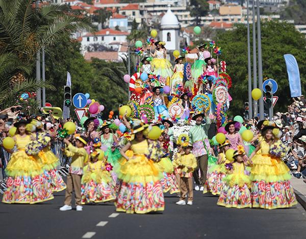 Albuquerque elogia Festa da Flor e do Vinho em périplo pela placa central