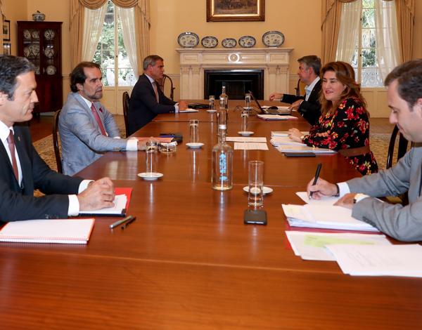 Governo prepara plano de apoio às empresas e às famílias
