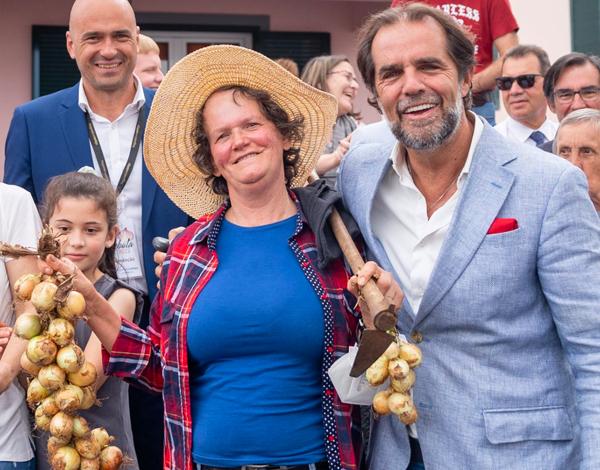 """António Costa veio à colónia"""