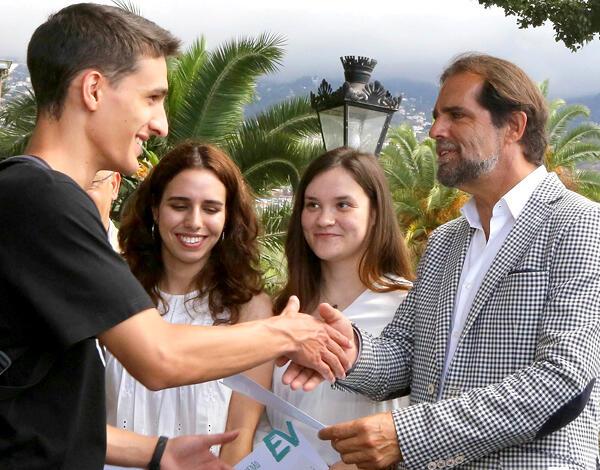 Presidente do Governo entregou certificados a jovens universitários