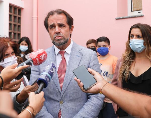 """Miguel Albuquerque pede cautela aos pais que vão a Lisboa """"pôr"""" os filhos"""
