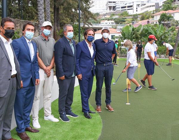 Divulgar e facilitar a prática do golfe