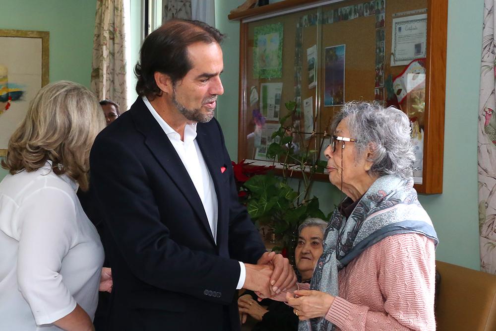 Miguel Albuquerque vai reforçar ajuda aos idosos