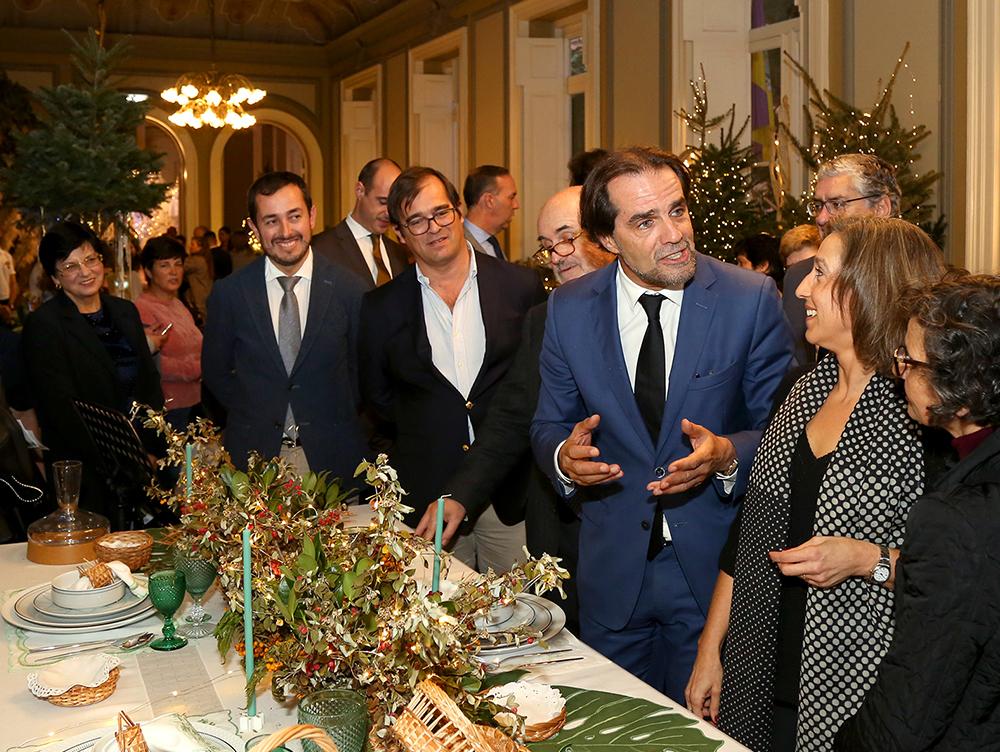 Miguel Albuquerque encantado com as 'Mesas de Natal com Bordado Madeira'