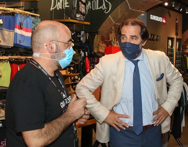 O presidente do Governo visitou ontem lojas do Funchal.