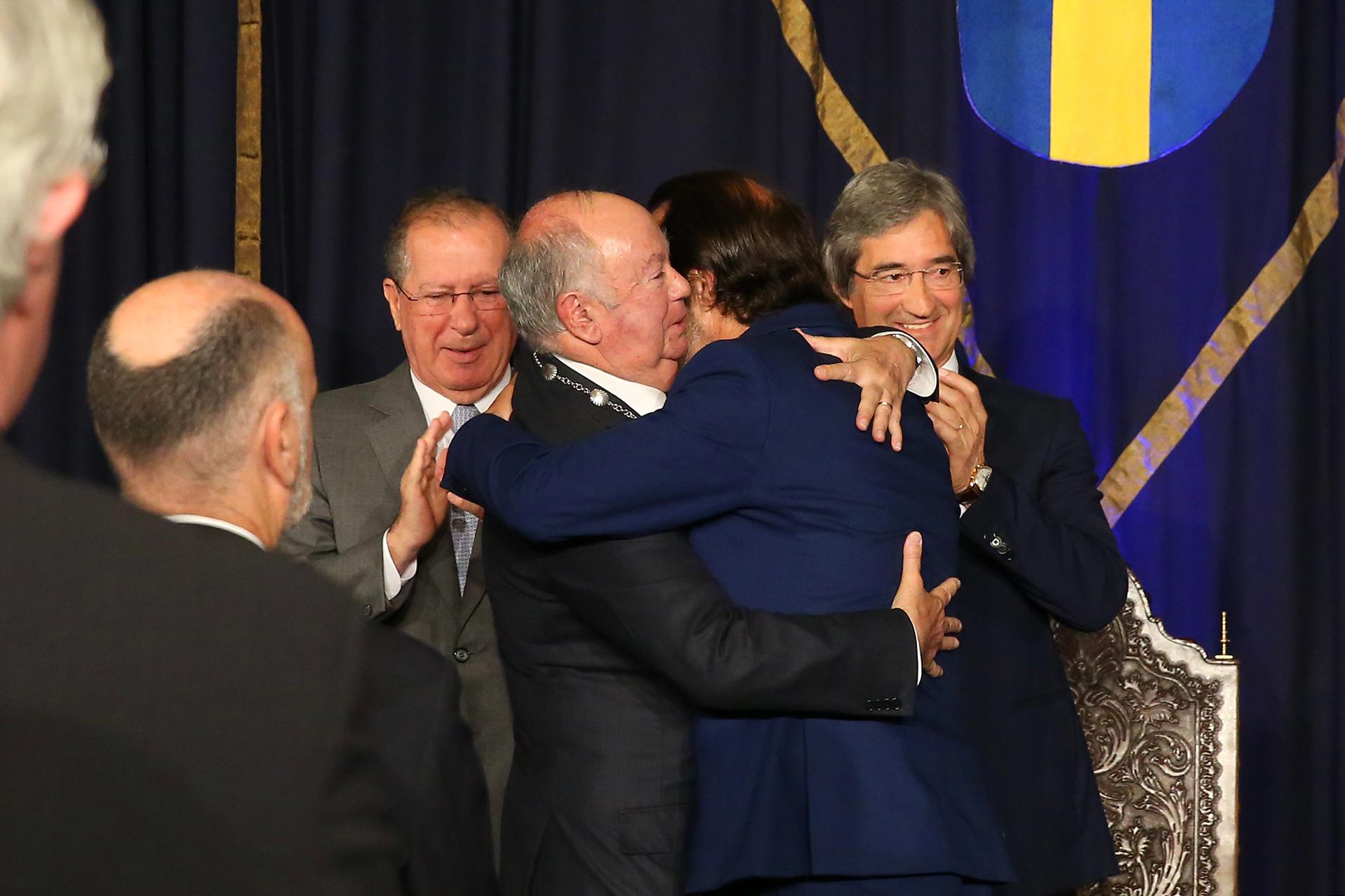 Alberto João Jardim recebeu a mais alta condecoração regional