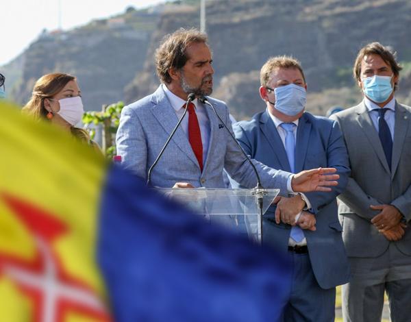 A maior obra da Região, simbolizada na Bandeira madeirense, é a da Autonomia.