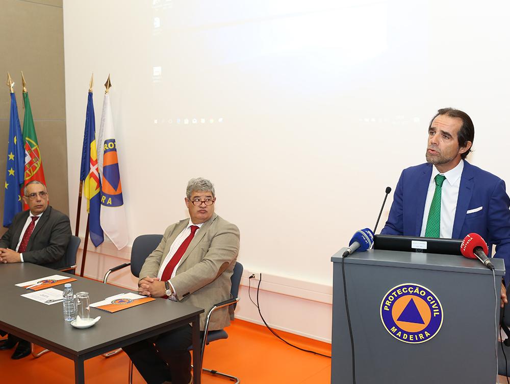 Presidente do Governo reafirma propósito em utilizar meios aéreos no combate aos incêndios