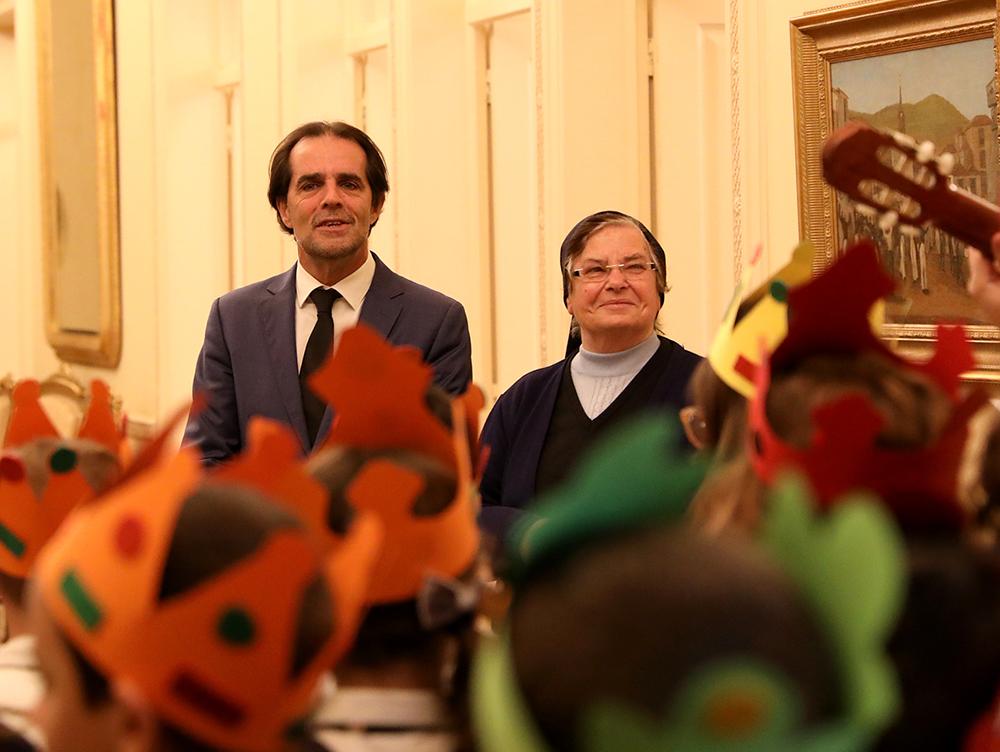 Crianças do Externato Dona Maria Amélia cantaram os Reis na Quinta Vigia