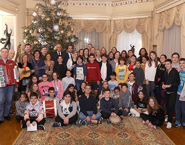 Crianças da Bartolomeu Perestrelo desejam Bom Ano ao Presidente do Governo