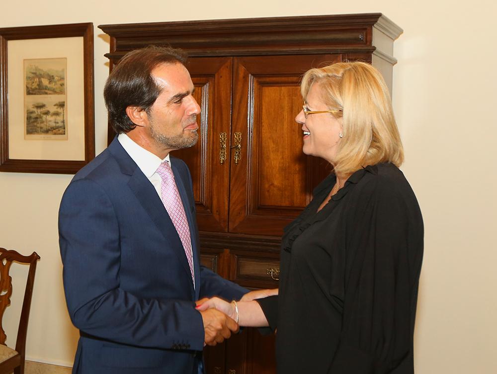 Governo Regional reuniu com Corina Cretu