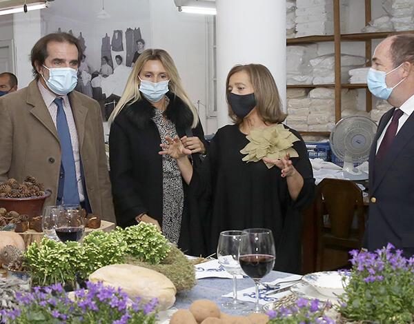 """Albuquerque visitou exposição """"Mesas de Natal com Bordado Madeira"""""""