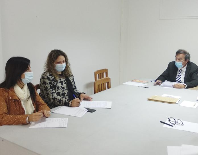 """Reunião com a diretora da Escola Básica do 1.º ciclo com Pré-Escolar da Achada - Condições de Funcionamento do Ano Letivo nas ETI's"""""""