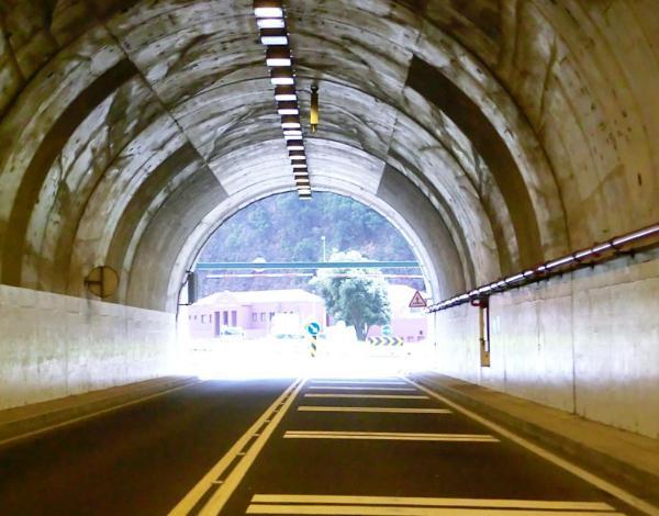 """CONSULTA PÚBLICA: """"Estabilização do Talude e Proteção da VE2 entre os Túneis da Ladeira da Vinha e João Delgado. Troço entre o KM 3+600 e 3+800"""""""