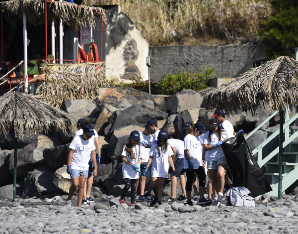 """""""Há mar e Mar, Há que ir e Limpar"""" envolveu mais de 500 pessoas na limpeza das praias"""
