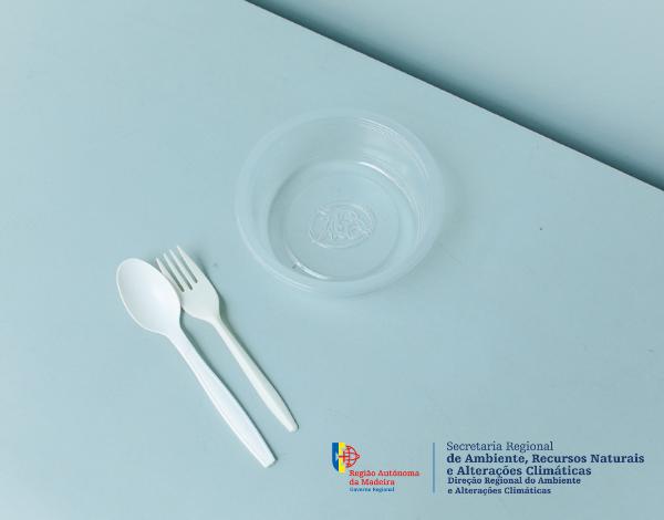 Prorrogada por mais 3 meses a entrada em vigor da lei que proíbe a disponibilização de louça de plástico de utilização única nas atividades do sector de restauração e/ou bebidas e no comércio a r