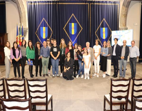 Escola Ângelo Augusto da Silva vence Concurso Euroscola