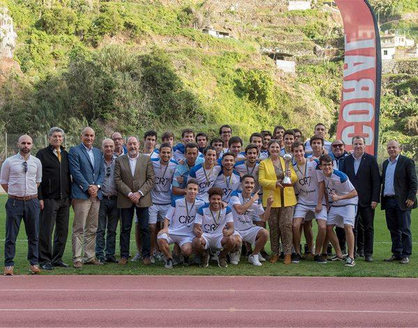 CF União recebe troféu de Campeão Regional de juniores