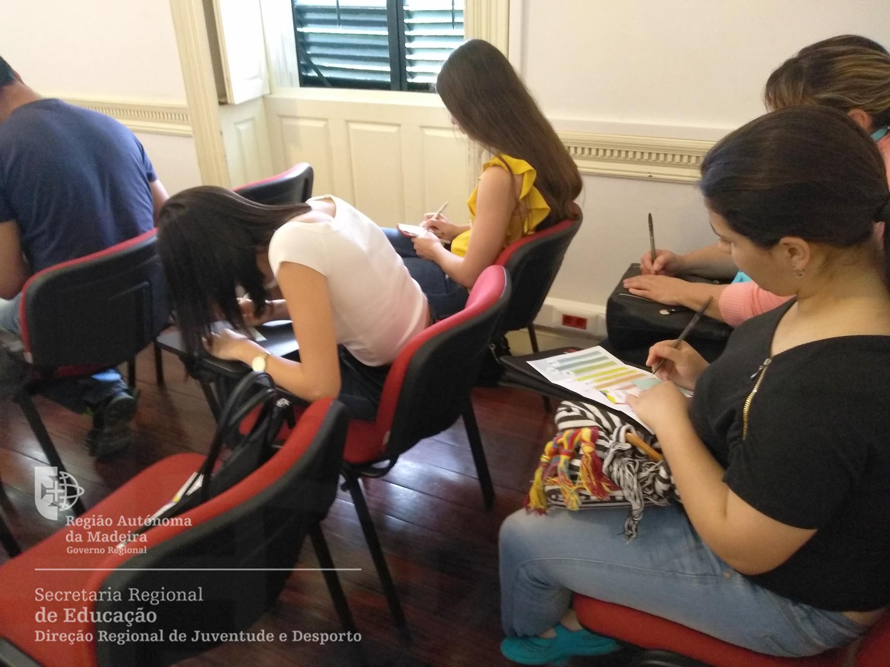 Jovens simularam apresentação profissional em público