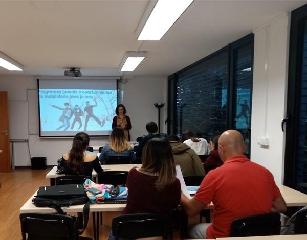 Programas juvenis e oportunidades de mobilidade apresentados no ISAL
