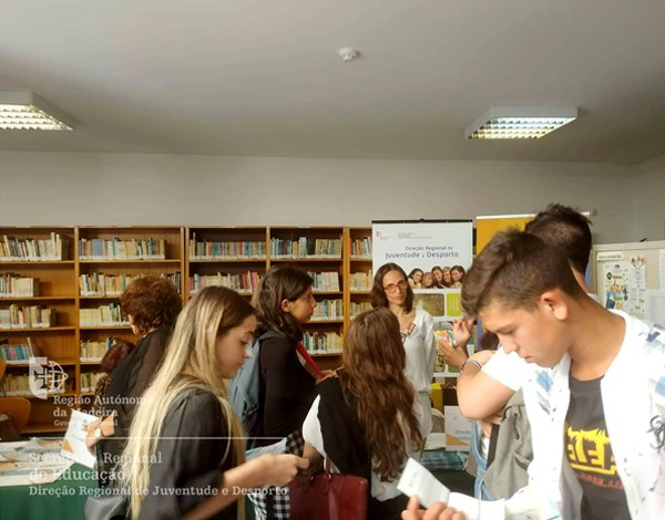 Estivemos na Ribeira Brava a divulgar oportunidades para os jovens