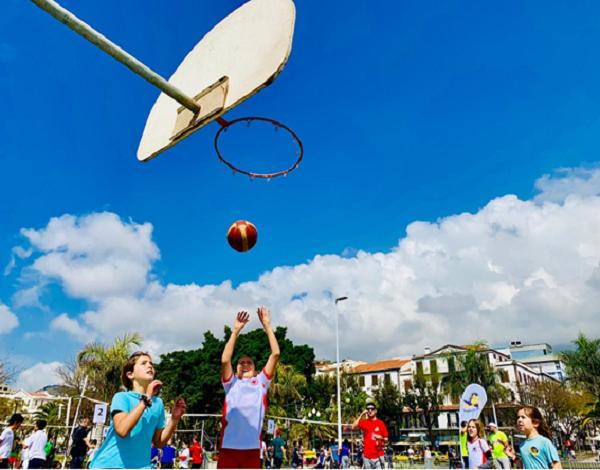 Basquetebol e Voleibol para os alunos do 1º. CEB