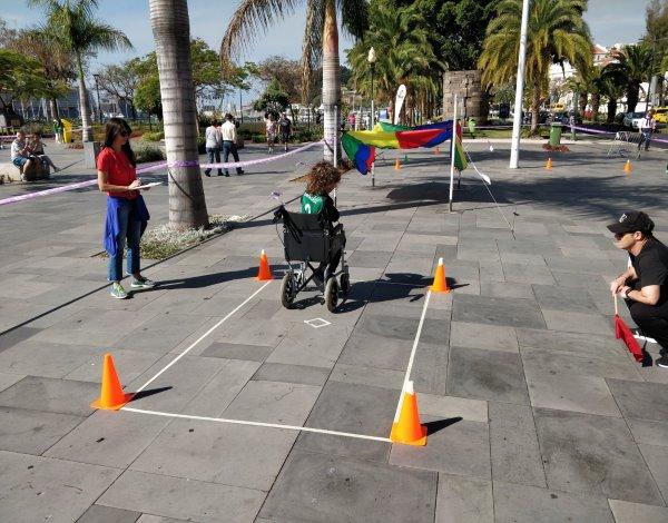 Slalom em cadeira de rodas no Desporto Escolar.