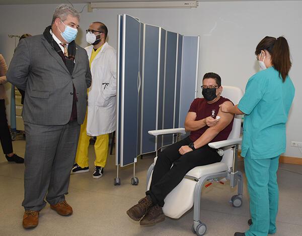 Segunda dose de vacinação COVID-19 arrancou hoje no HNM