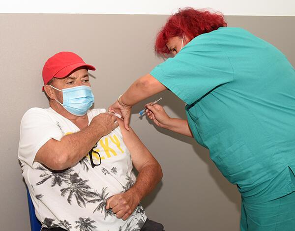 Dose de reforço da vacina contra a COVID-19 já está a ser administrada na RAM
