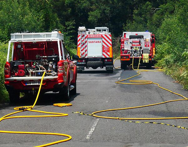 Equipas mantém-se em vigilância ativa, a combater pequenos focos de incêndio e alguns reacendimentos