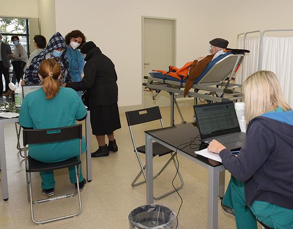 Campanha de vacinação contra a COVID-19 na RAM.