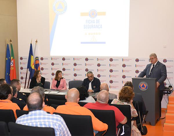 Proteção Civil sensibiliza empresas do ramo automóvel para a importância da divulgação de Fichas de Segurança Automóvel