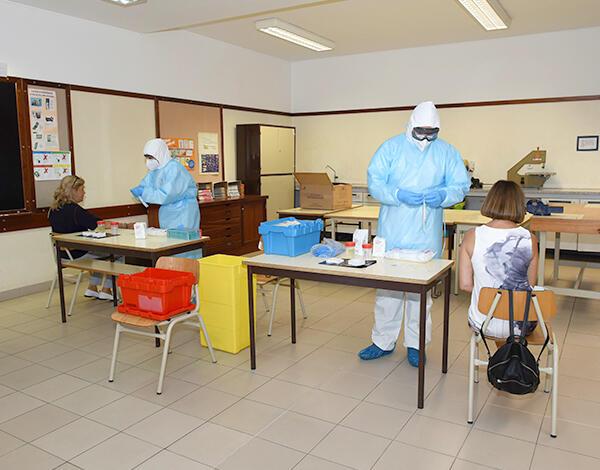 Mais de 250 testes à COVID-19 no primeiro dia do rastreio à comunidade educativa.