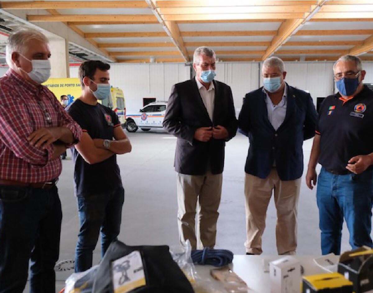 Pedro Ramos entrega material aos Bombeiros do Porto Santo