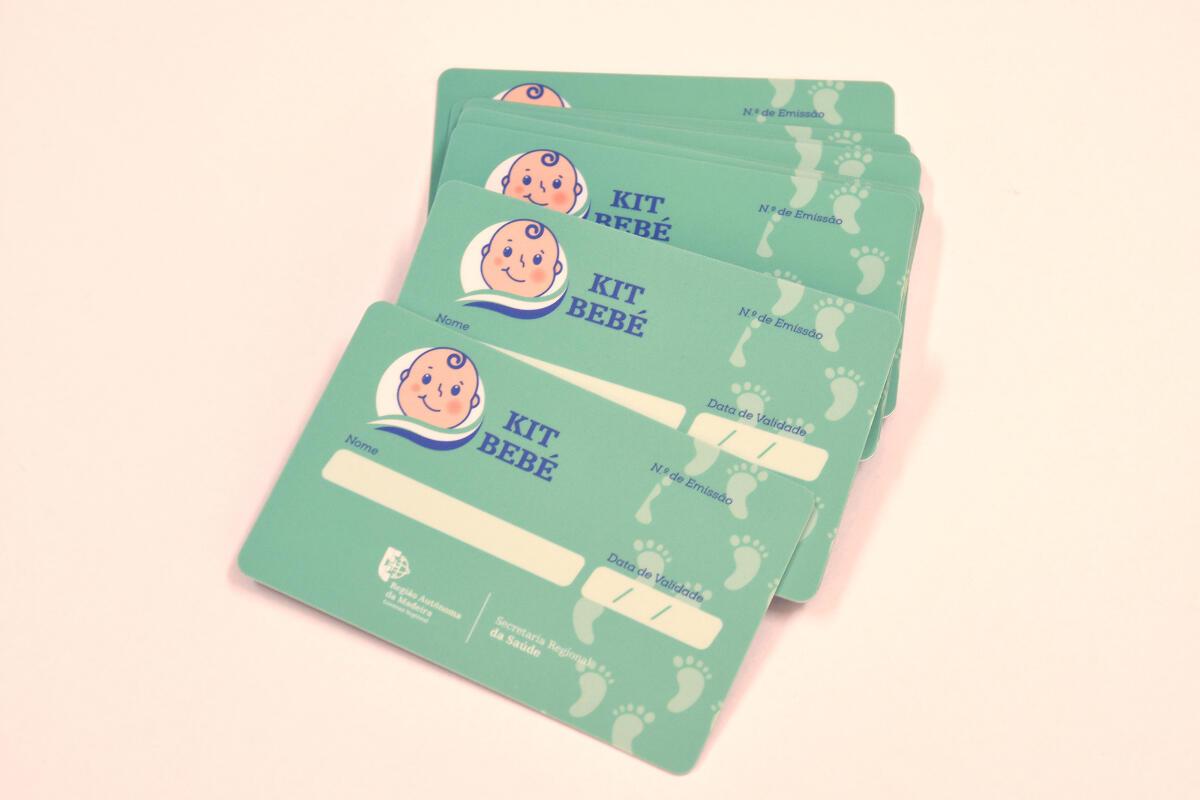 """Secretário da Saúde entregou o 1º cartão """"Kit Bebé"""" no valor de 400 euros"""