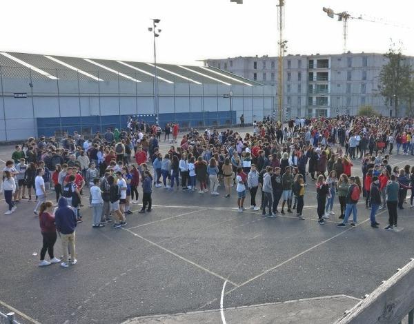 Exercícios de evacuação na EBS Gonçalves Zarco