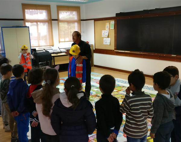Comunidade sensibilizada para a segurança na EB1/PE e Creche de Santa Cruz