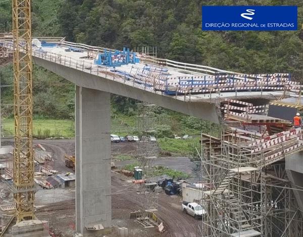 """Empreitada de Construção da """"Via Expresso Ribeira de São Jorge / Arco de São Jorge - 2.ª Fase"""" …evolução dos trabalhos - Dez/2020"""