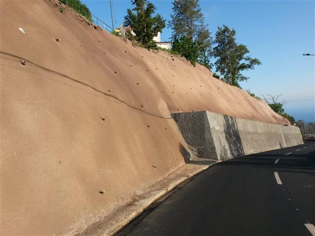 """Empreitada de """"Estabilização de Taludes e Reconstrução de Muros da ER107 - Romeiras/Lapa"""""""