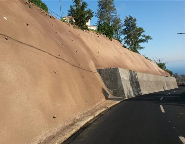"""Empreitada de """"Estabilização de Taludes e Reconstrução de Muros da ER 107 - Romeiras / Lapa"""""""