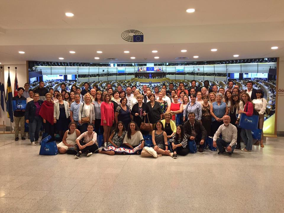 "Universidade Sénior do Porto Santo, vencedora do concurso ""Solidariedade Intergeracional na Europa"" visitou o Parlamento Europeu"
