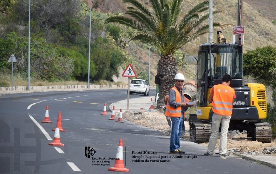 Começaram os trabalhos de beneficiação e pavimentação da Estrada Regional 120, no Porto Santo