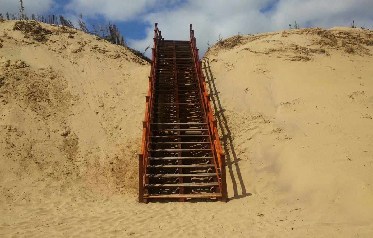 DRAPS recupera passadiços de acesso à praia