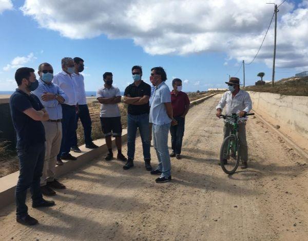 Visita do Secretário Regional de Agricultura e Desenvolvimento Rural à Estrada Agrícola das Areias, no Porto Santo.