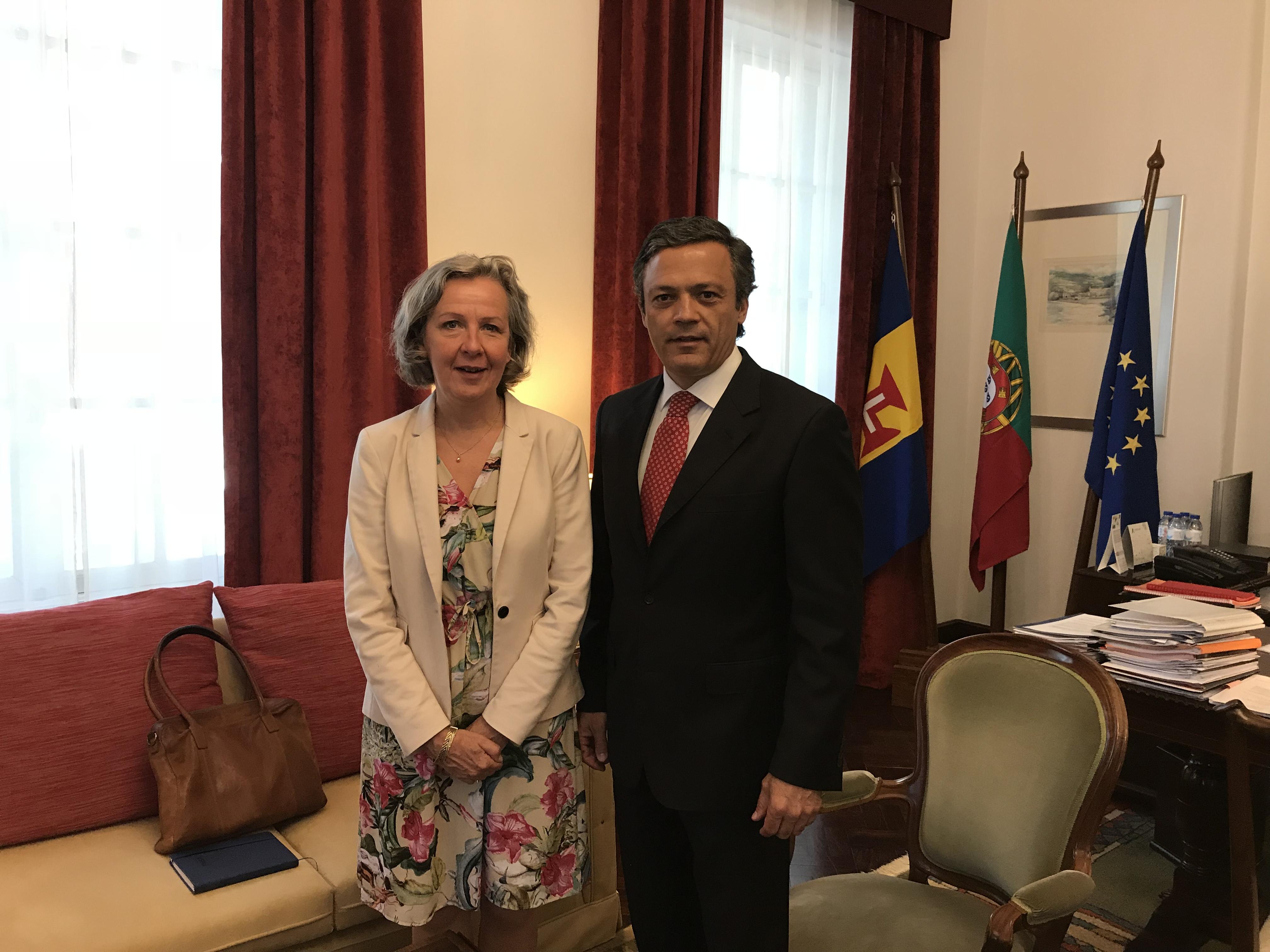 Embaixadora da Suécia em Portugal apresenta cumprimentos