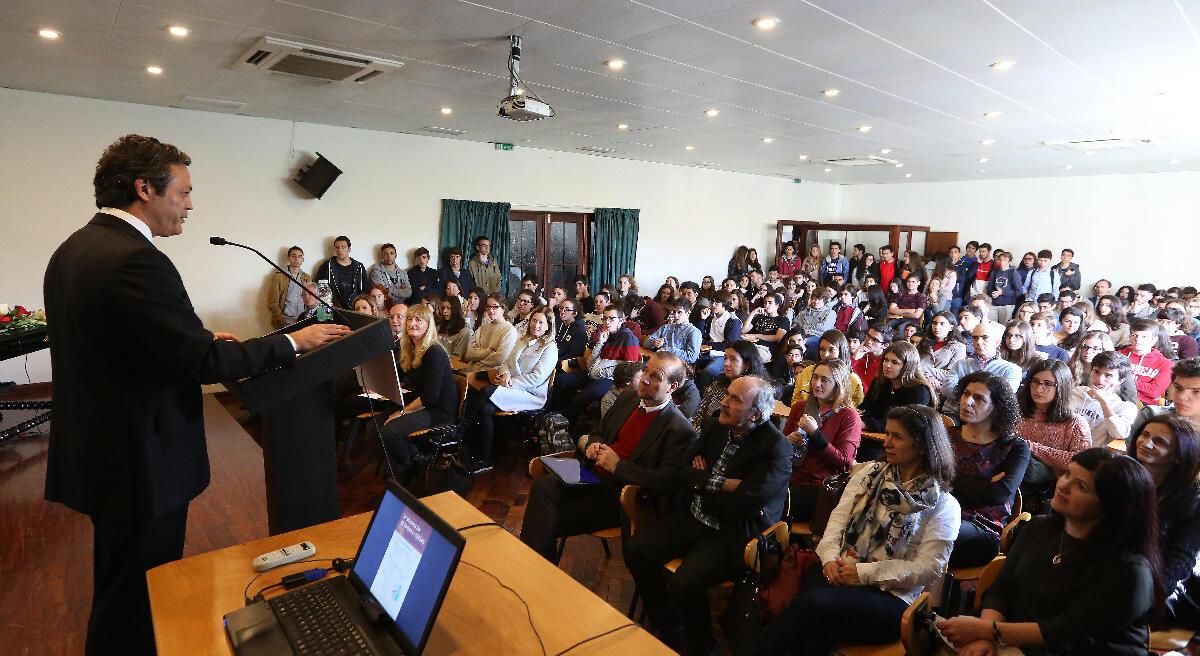 Futuro competitivo exige preparação da juventude
