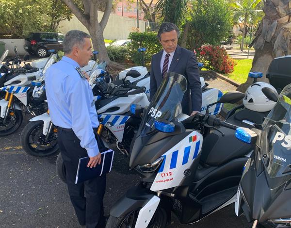 Governo entrega motociclos e viatura todo-o-terreno à PSP
