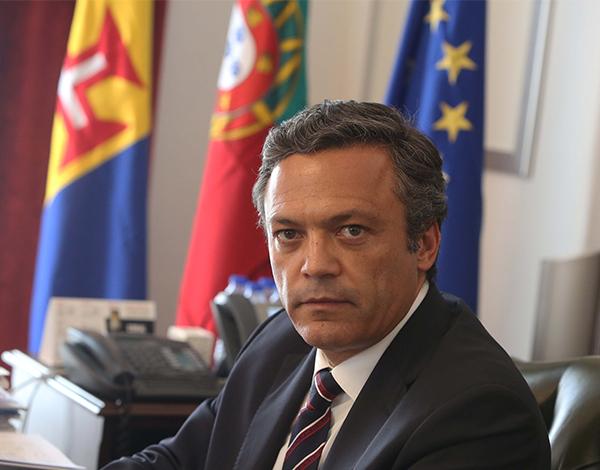 """Ministro das Finanças começou com o """"pé esquerdo"""""""