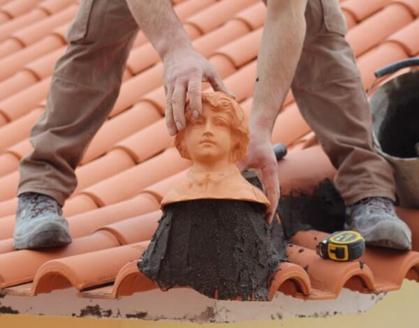 """Tradição ancestral """"Os remates de telhado, na arquitetura madeirense"""""""