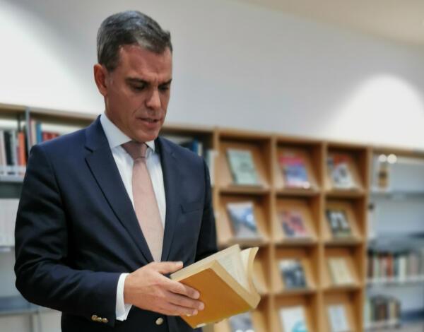 Eduardo Jesus considera Biblioteca de Culturas Estrangeiras fundamental na interligação entre culturas